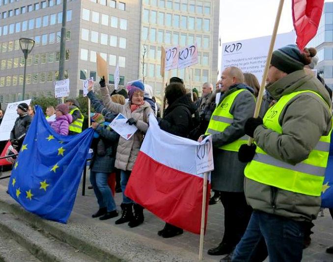 KOD wita Prezydenta Andrzeja Dudę w Brukseli