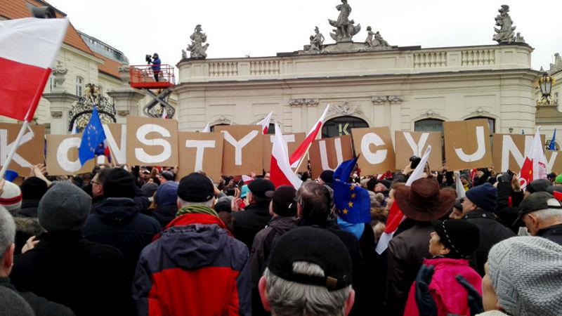 """Marsz """"Obrońmy ład konstytucyjny"""" – relacja na żywo"""
