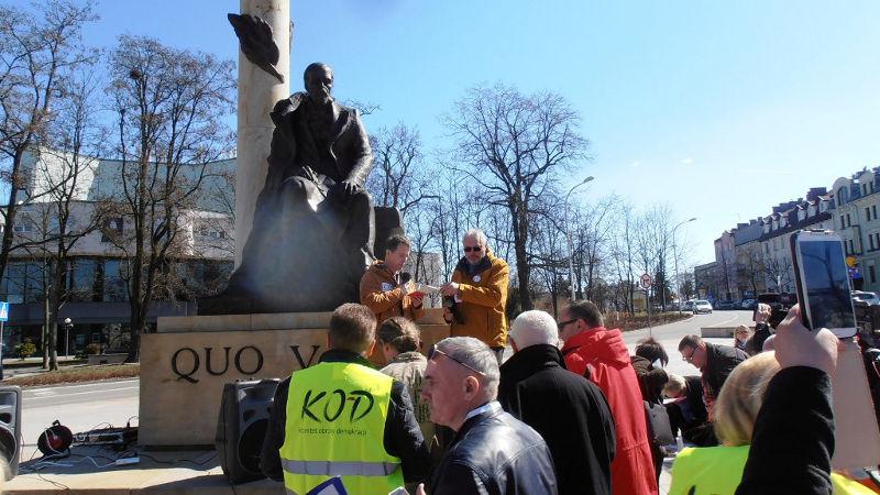 Kielce: Konstytucję czytaliśmy i rozdaliśmy, Sienkiewicz słuchał