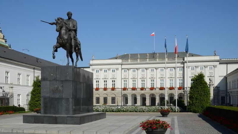 Protest pod Pałacem Namiestnikowskim
